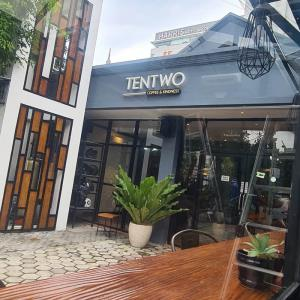 Tentwo Cafe